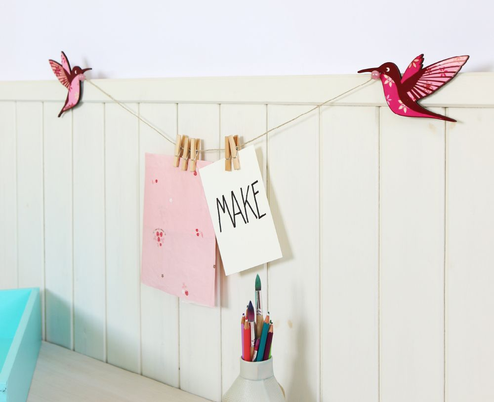 Kids drawings display hanger